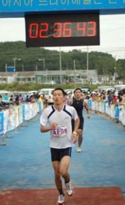 Peter Kim completing international triathlon